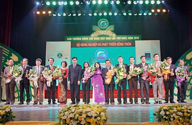 Giải thưởng Bông Lúa Vàng do Bộ NN PTNT VN trao tặng cho thương hiệu Vườn Sinh Thái
